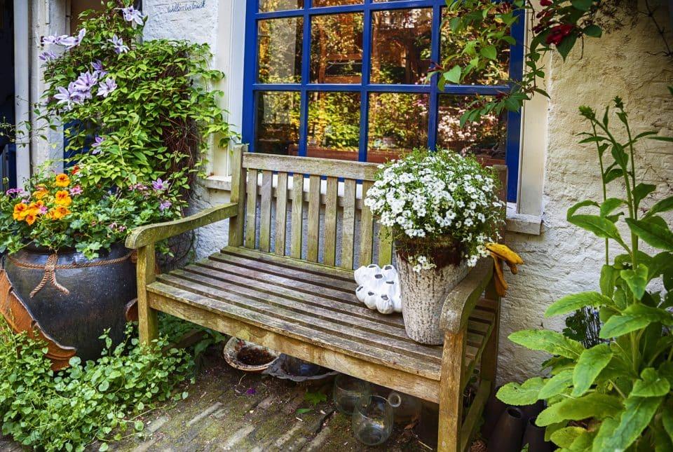 Urządzanie ogródka na parterze
